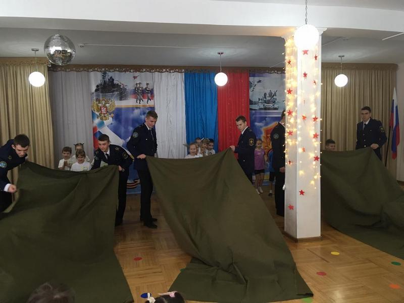 Курсанты в подшефном детском саду
