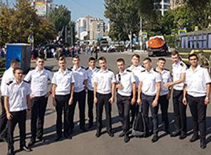 курсанты на авиационном празднике