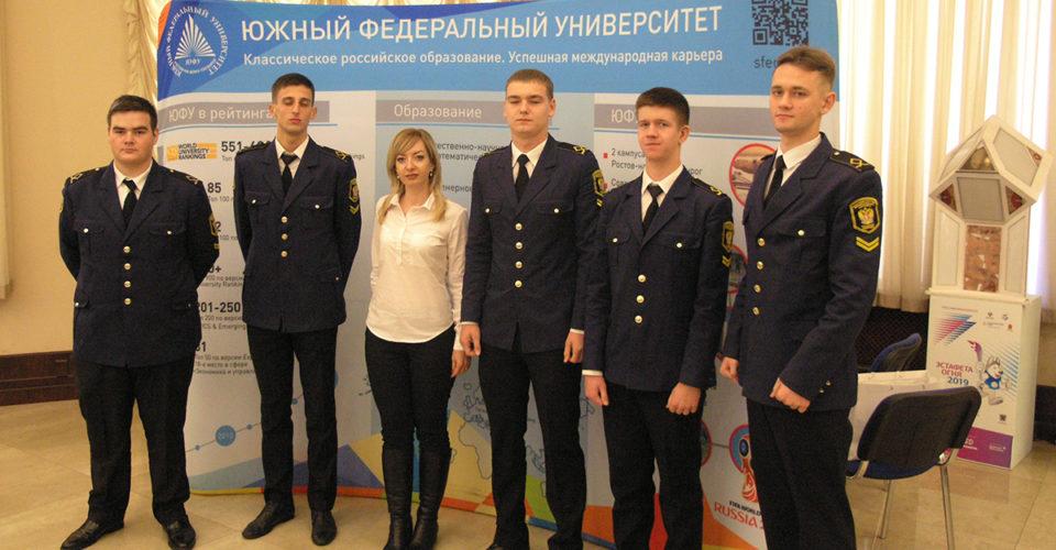 курсанты на всероссийском образовательном форуме
